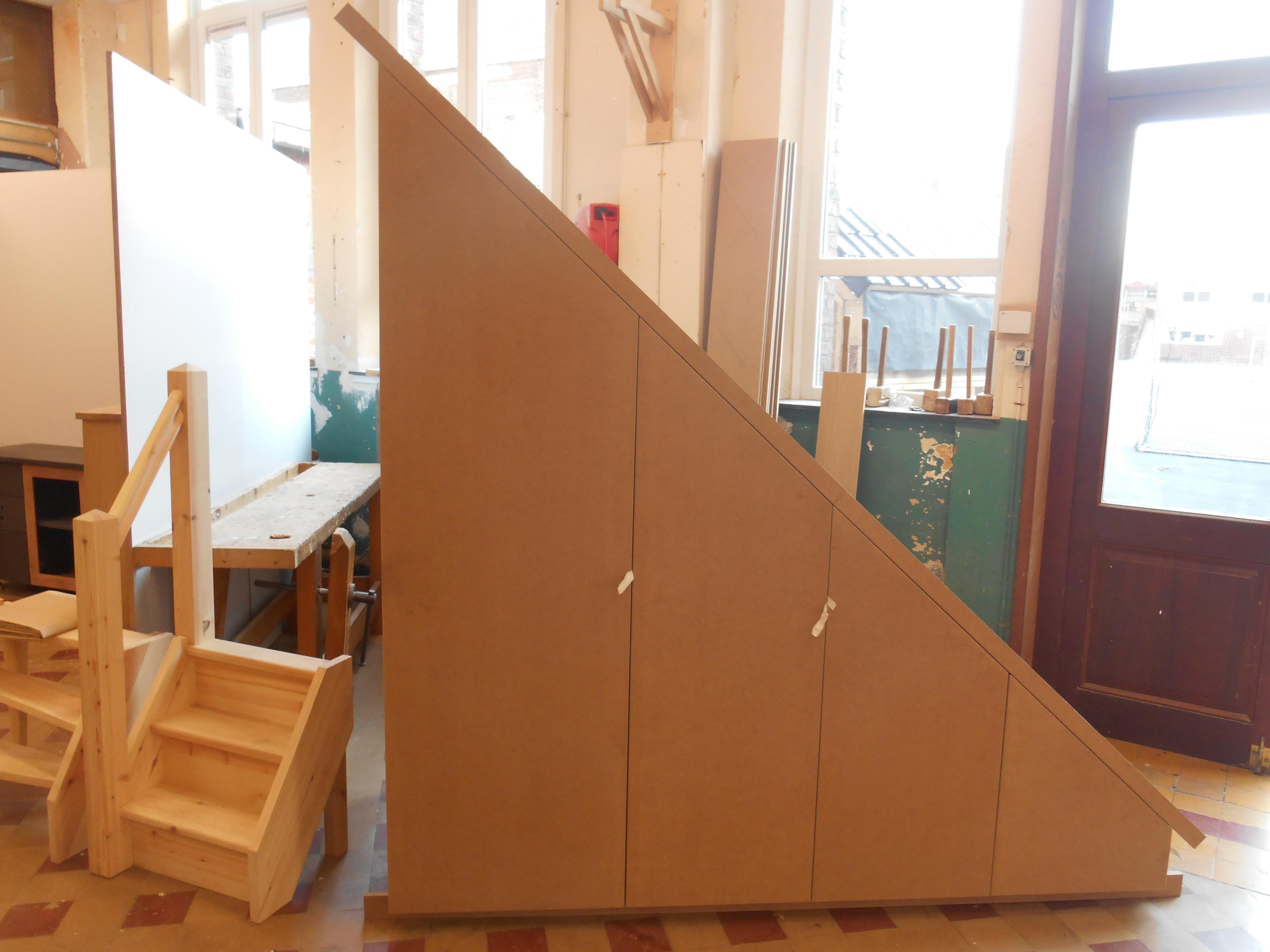 meuble sous escaliers meuble tv sous escalier with meuble sous escaliers simple meuble sous. Black Bedroom Furniture Sets. Home Design Ideas